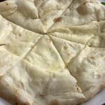 インド・ネパール料理 エベレスト - クリームチーズナン