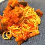 パンケーキストア ロバロバ - ナスとベーコンのトマトソース