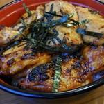 81839255 - サービス丼(もも肉3枚、つくね2枚)鶏スープ付 1050円