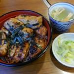 81839257 - サービス丼(もも肉3枚、つくね2枚)鶏スープ付 1050円