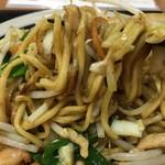 81839477 - 上海海鮮焼きそばの麺アップ