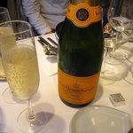 シャトン - シャンパンの定番 ブーブクリコ