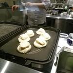 幸せのパンケーキ - この2層仕立てで焼き上げていきます