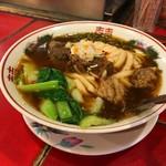 台南担仔麺 - 牛肉麺(グーバーミィー)