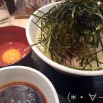 81851199 - 肉盛りうどん(900円)+大盛り(100円)+生卵(80円)