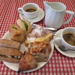 ル・プチメック - パン4種とカフェオレ2つ