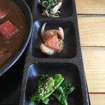 赤瓦 - 惣菜が3種付いています