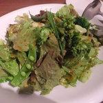 アルベロ - 「野菜の4分類が入ったグリーンサラダスタイル」(880円)