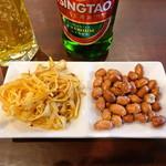 アリヤ 清真美食 - サービスの干豆腐とピーナッツ
