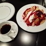 カフェーパウリスタ - イチゴのパンケーキと森のコーヒー1300円