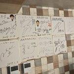 イタリアンリゾート個室 Ananas TOKYO - イタリアンリゾート個室 Ananas TOKYO(アナナス)(東京都新宿区歌舞伎町)有名人のサイン