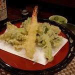 わしょくてい秀瑠 - 春の山菜と海老の天ぷら