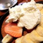 81872979 - ホットケーキ いちごバナナ&ホイップ