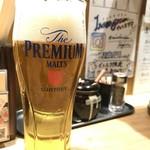 81873338 - ビールセットのビール。
