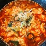 焼肉と韓国家庭料理 はんがん - 料理写真:ユッケジャンクッパ 800円