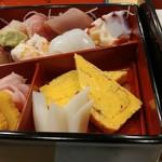 あずま寿し - 料理写真:ボリューム満点の散し寿司