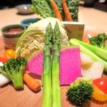 81877266 - かぶりつき野菜のバーニャカウダ¥980