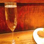大衆酒場 PING - 樽生スパークリングワイン 490円×2杯