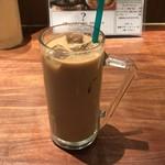 GoGoパクチー - アイスカフェラテ200円(税込) ※喫茶店ではないので、単品だけの注文は不可