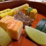 81880160 - 蟹寿司や牛肉味噌煮など