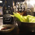 祖師谷大蔵の串屋横丁 - ホッピー黒もお通しのキャベツ