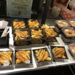 丸亀製麺 - 天丼(左)と親子丼(右)