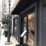 81881204 - 中華街から元町へ向かう裏道に お店はあります。                       素敵な外観で引き寄せられます。
