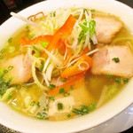 坂内 - 料理写真:とろ~りスープの野菜たっぷりラーメン