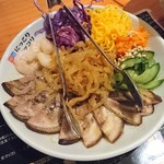 にっこりマッコリ - 豚足とクラゲ冷菜