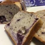 81889835 - 宮島ブルーベリー食パンのカット