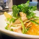 Baiton - 柔らか鶏とパクチーのサラダ!