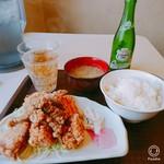北海道唐揚げ えぞ丸 - ★★えぞや定食 500円 十分すぎるボリュームと柔らかいモモ肉で満足