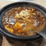 香辛亭 - 土鍋煮込み牛すじカレー チーズ、玉子トッピング