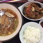 京華 下青野店 - 料理写真:麻婆茄子、ラーメン