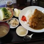 高橋 - チキンカツカレー 950円 ご飯少なめで注文