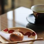 ふきや - 料理写真:ウェルカムドリンクのお茶とお茶うけ