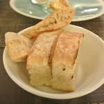 リッチ - フォカッチャとピッツア風のパン