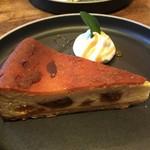 81908436 - ラム酒漬け無花果のチーズケーキ