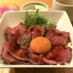 みみずく25 - ローストビーフ丼