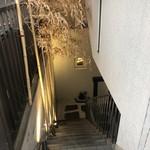 寿司酒場 おもてなし - お店の入り口への階段です