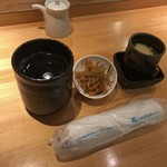 寿司酒場 おもてなし - お茶、小鉢、茶碗蒸し
