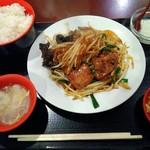 祥龍房 - ニラレバ定食