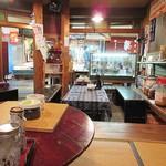 大學堂 大學丼食堂 - 店内から、市場を行き交う方々が見えます。