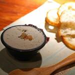 ぽつらぽつら - ゴルゴンゾーラのムース 赤玉葱のコンフィ添え