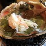 旬魚たつみ - 蟹味噌で身を食べます。