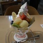 タマル - フルーツパフェ