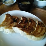81916256 - ジャンボ餃子定食の餃子。