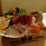 生け簀の銀次 - 産地直送物鮮魚の6点盛り小箱