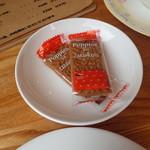 自家焙煎 ジーン珈琲 - お菓子が付いて、、、、たっけ??