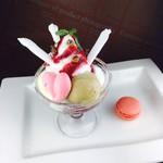 カフェテリアニューヨーク - 料理写真:レディースランチデザート♡【CNY風ミニパフェとフランボワーズのマカロン】
